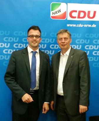CDU-Generalsekretär Bodo Löttgen (r.) mit Carsten Wendler beim Auftakttreffen des Begleitgremiums