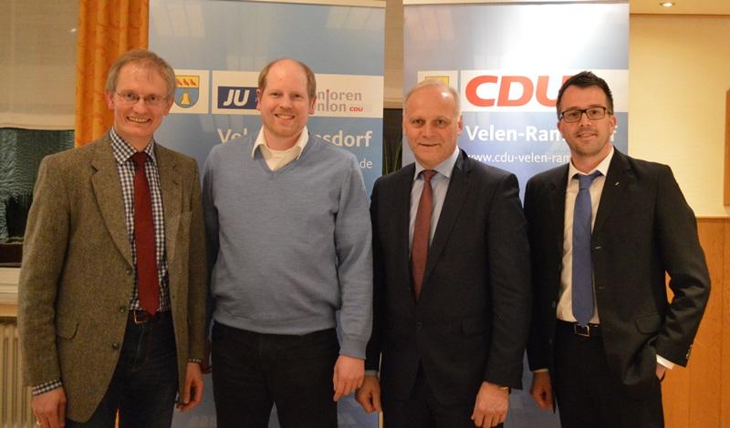"""Diskutierten mit den CDU-Mitgliedern zum Thema """"Asyl- und Flüchtlingspolitik"""" (v.l.n.r.): Dr. Ansgar Hörster, Dr. Thomas Brüggemann, Johannes Röring, Carsten Wendler"""