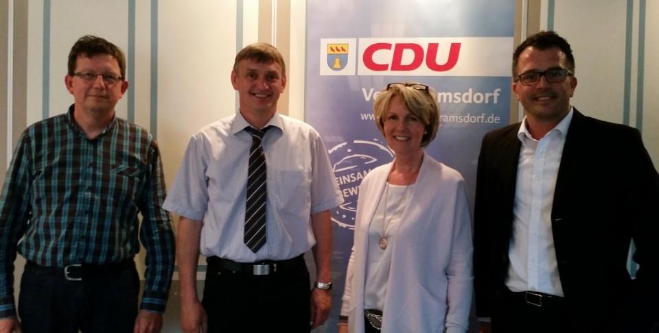Annette Brun und Wilhelm Korth (2.v.l.) stellten sich den Fragen der CDU-Mitglieder. Karl-Heinz Hellmann (l.), stellv. Stadtverbandsvorsitzender und Carsten Wendler (r.) Vorsitzender dankten den Kandidaten für ihr Kommen.