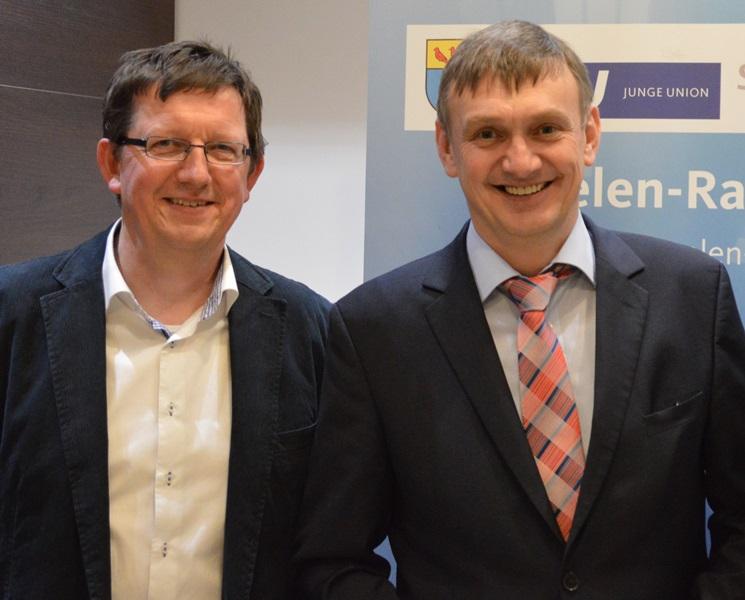 Rechts im Bild Wilhelm Korth, CDU-Landtagskandidat für Velen und Ramsdorf und links Karl-Heinz Hellmann, neuer CDU-Stadtverbandsvorsitzender