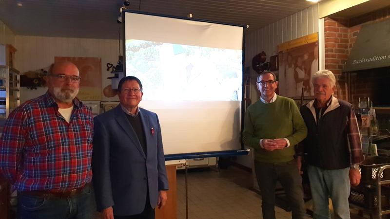 Foto: Walter Schulten (2.v.l.) gab bei der Senioren-Union interessante Einblicke. Johannes Maus (Vorsitzender; 2.v.r.) und seine Stellvertreter Rainer Nolden (l.) und Hans-Dieter Döring (r.) dankten Schulten herzlich.